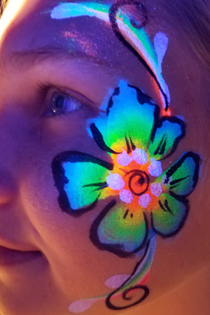 Blacklight Face Paint - Glow in the Dark UV Facepaint and ...